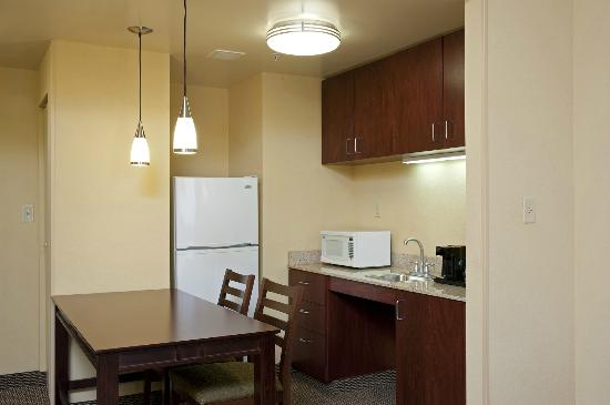 Hampton Inn Indianapolis Northwest - Park 100: Two-Room Suite w/ Kitchen and Dining Area