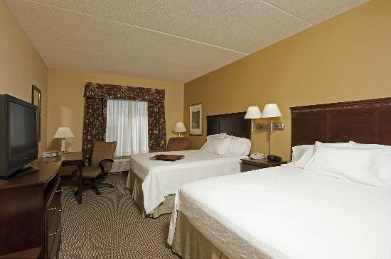 Hampton Inn Indianapolis Northwest - Park 100: Modern Two Queen Guest Room