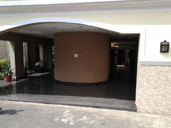 Savannah Suites Hotel : Entrance