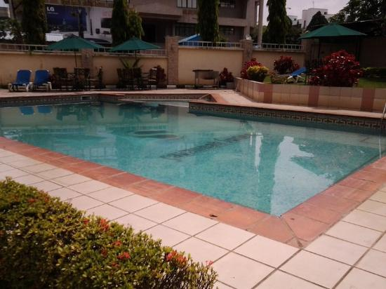Savannah Suites Hotel: Pool