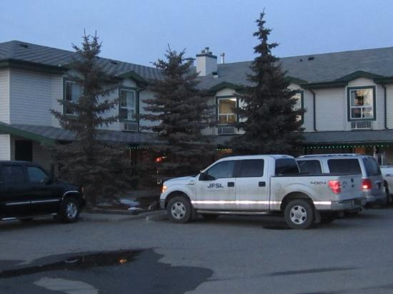 Okotoks Country Inn: Exterior