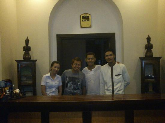 Treasure Oasis Hotel: With the Front Desk Staff