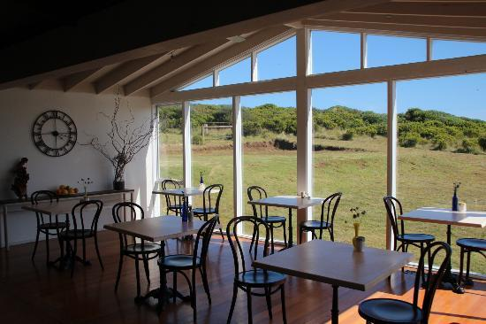 Clifftop Boutique Accommodation: common area
