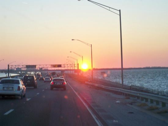 La Quinta Inn & Suites Clearwater Airport: Sunset southbound I275 going over the bay