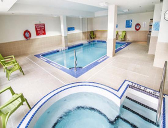 Wyndham Garden Niagara Falls Fallsview: Pool