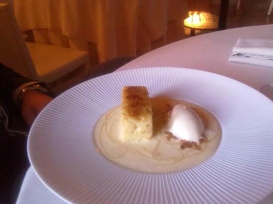 Ristorante Gellius : brioches caramellata con sciroppo di birra, gelato al caramello salato