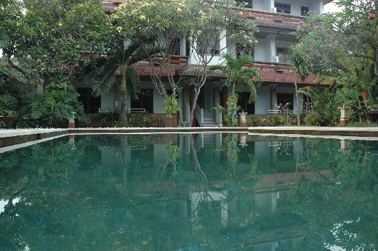 Mangga Bali Inn: pool in the morning