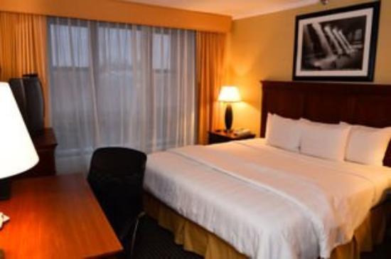 クラウンプラザ ホテル JFK エアポート
