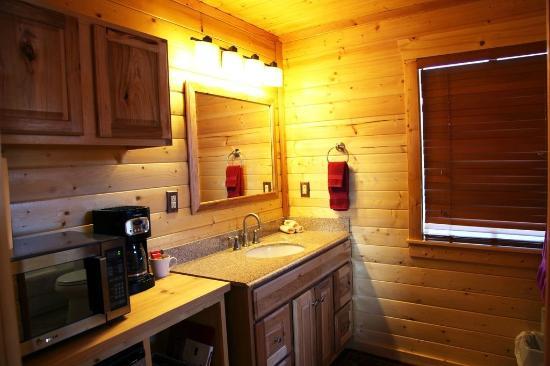 Wild Bill's Lodging: Kitchenette/bath
