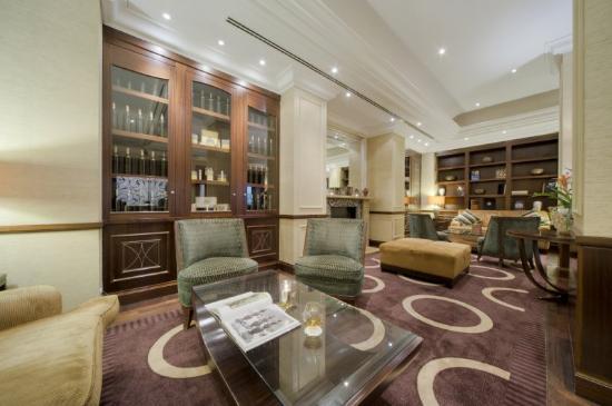Corinthia Hotel Budapest: CHBBar Lounge