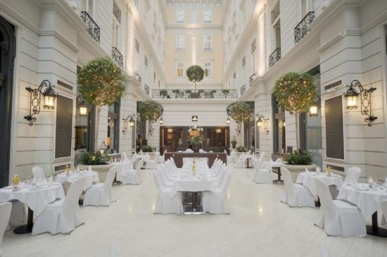 Corinthia Hotel Budapest: CHBAtrium Restaurant