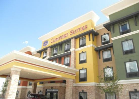 Comfort Suites: exterior