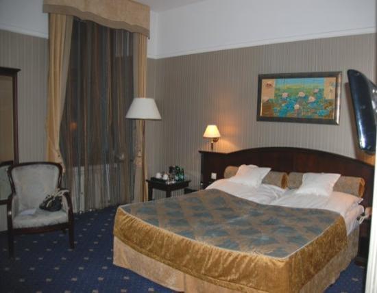 President Hotel: bedroom