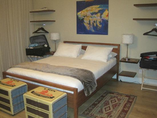 Dolphin Inn Guesthouse, Mouille Point: Seaview suite