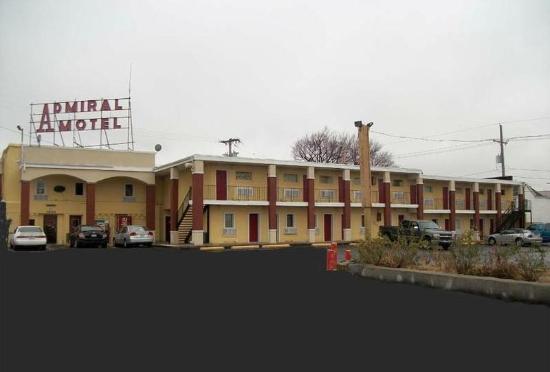 Admiral-Paseo Motel