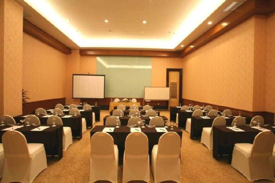 Swiss-Belhotel Maleosan Manado: Tondano Meeting Room