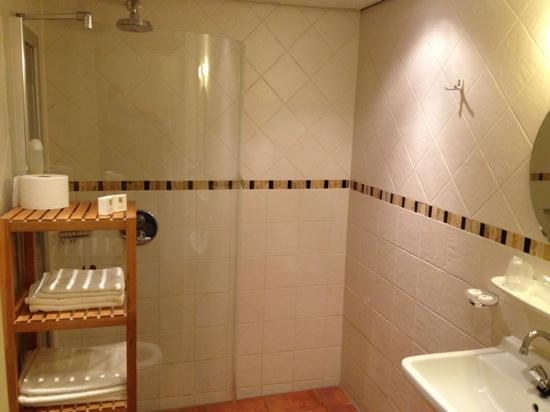 Hotel Dolores: Nette badkamer van kamer 3