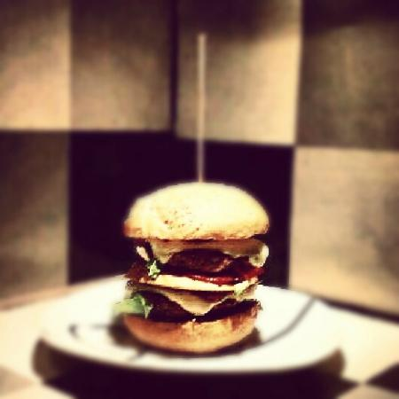Surf Inc. Burgers & Food Deluxe: Best BeefBurgers in town... try them and get crazy