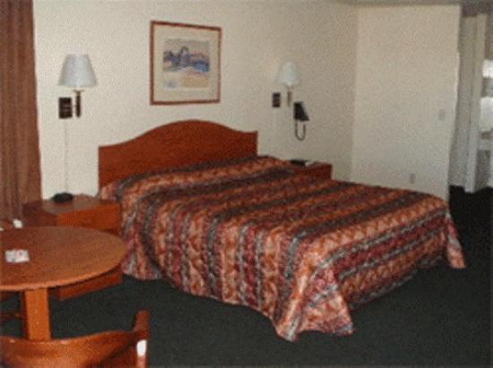 Budget Host Inn Tombstone: Guest Room