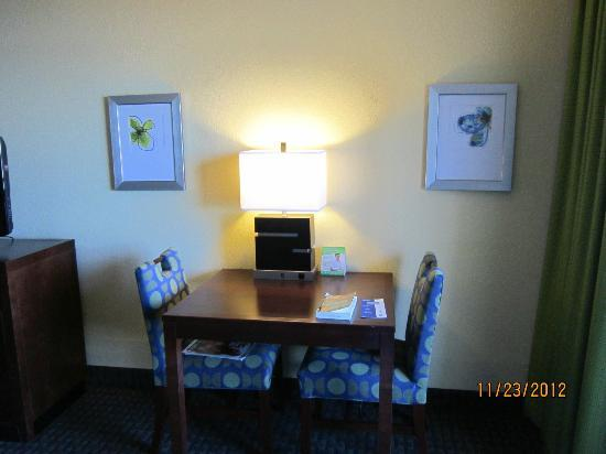 Holiday Inn Hotel & Suites Daytona Beach: good taste room decor