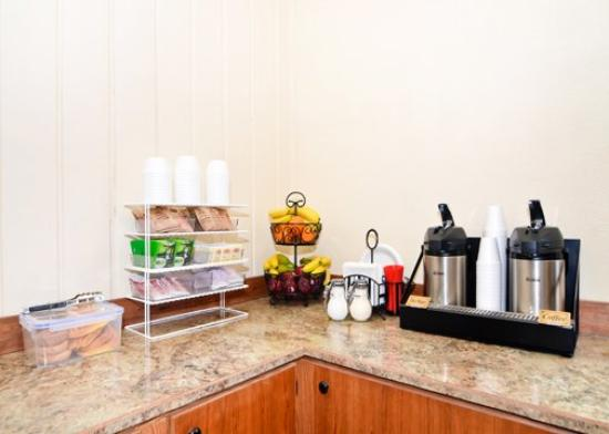 Rodeway Inn & Suites: Breakfast items