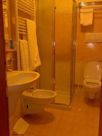 Cris Hotel: bagno