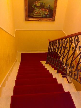 Cris Hotel: scala per scendere al piano terra