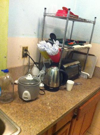 Walk of Fame Hostel: Kitchen