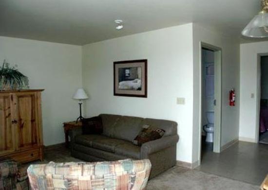 All Suites Inn Budget Host: Full Suite
