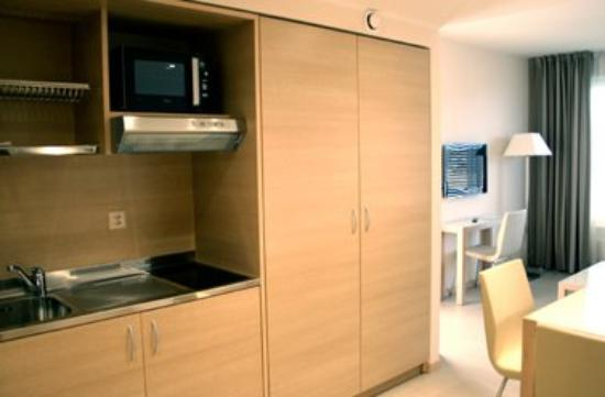 Starling Residence Geneve: Kitchenette