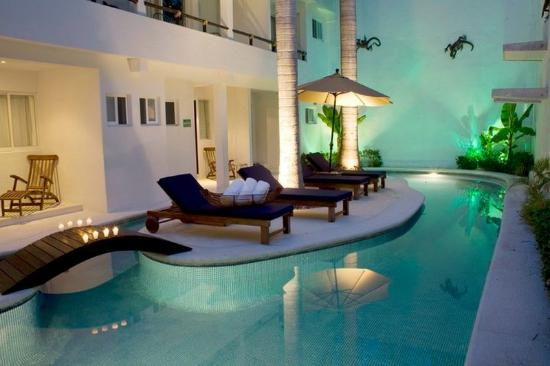 El Hotelito: Pool