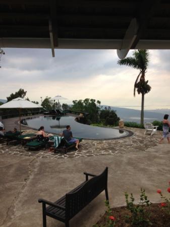 Strawberry Hill: Pool mit Aussicht