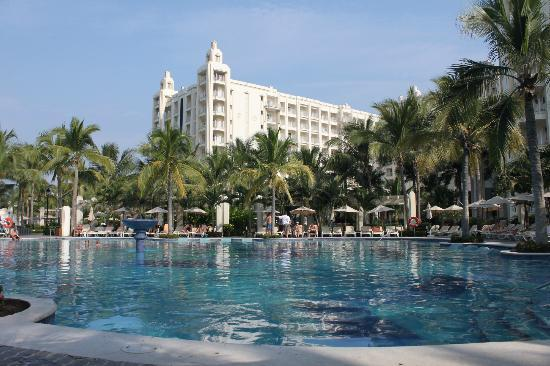 Hotel Riu Vallarta: Hotel from pool
