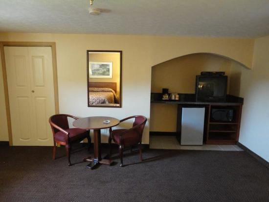 Budget Inn: AOBUDIsittingareainroom