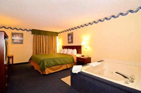 Quality Inn: King Suite