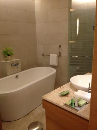 The Westin Mumbai Garden City: spacious bath tub