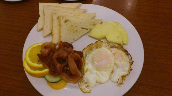 Crown Regency Prince Resort: american breakfast