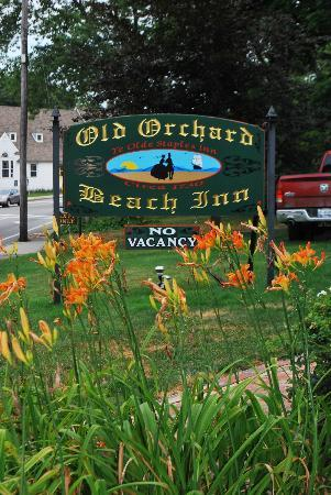 Old Orchard Beach Inn : Sign out front with part of the beautiful gardens!