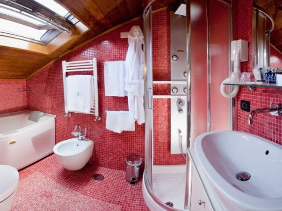 Maison Tofani: Bathroom