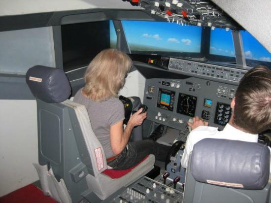 iPILOT Flight Simulator Experience: Landing in Gibraltar