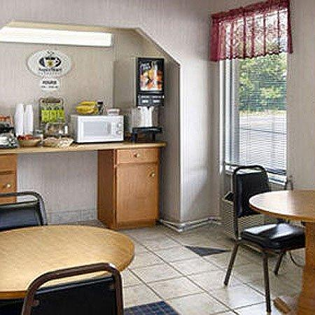 Town and Country Inn Suites Spindale: Breakfast