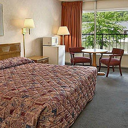 Town and Country Inn Suites Spindale: King