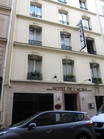 โรงแรมเดลอัลมา: Front of hotel