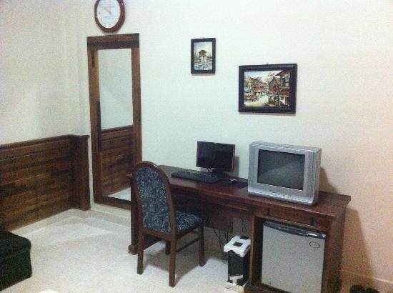 Thinh Vuong Hotel: TV and own PC