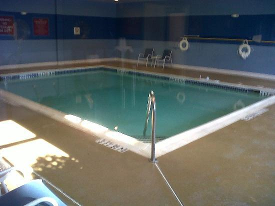 DoubleTree by Hilton Raleigh - Cary: The pool