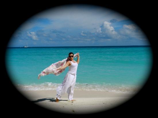كوراماتي آيلاند ريزورت: пляж 