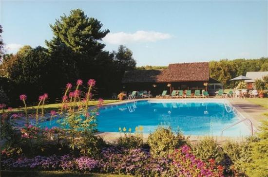 Crescent Lodge & Country Inn: Swimmingpool