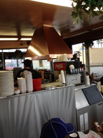 Johnnie's Pastrami : dining area