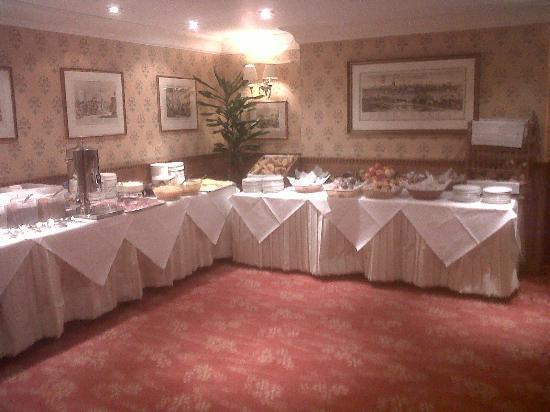 Phoenix Hotel: Breakfast