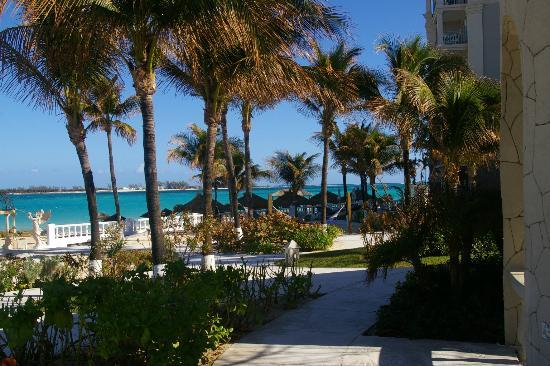 Sandals Royal Bahamian Spa Resort & Offshore Island: BEACH VIEW AND GARDENS